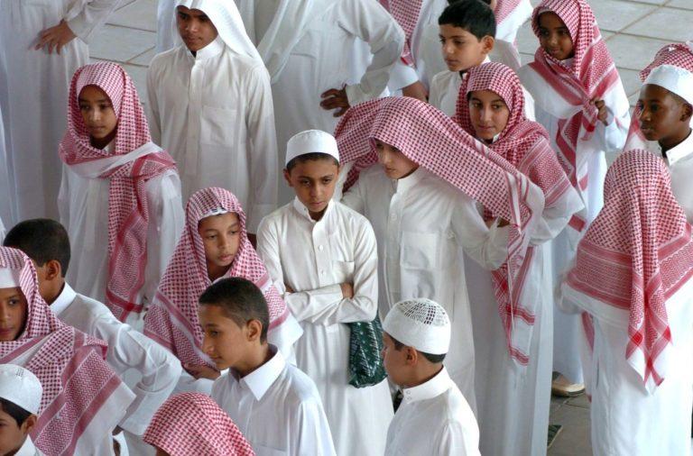 des-ecoliers-saoudiens-a-ryad-en-arabie-saoudite-le-9-septembre-2006_4875989
